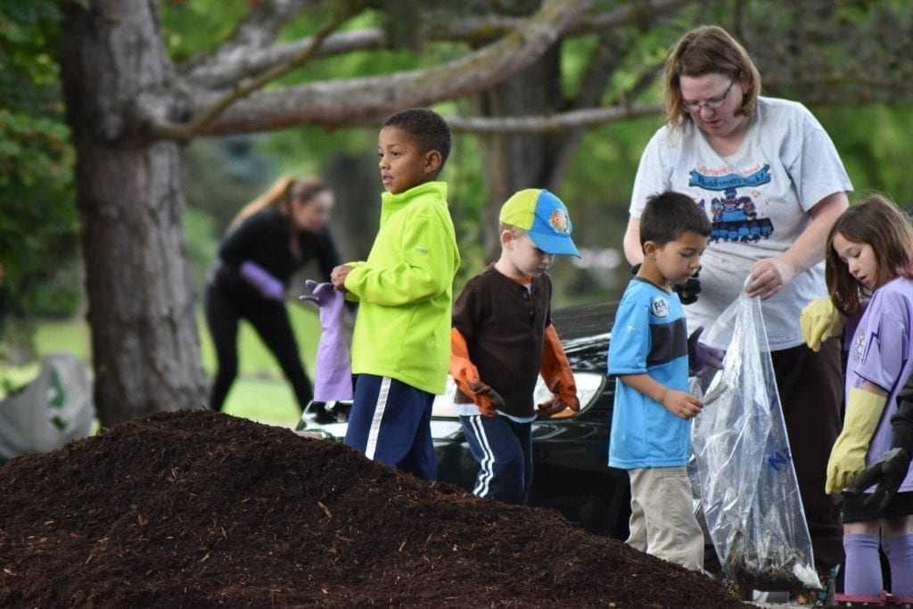 youth volunteers Cleaning up oceans rivers & beaches for a healthy planet
