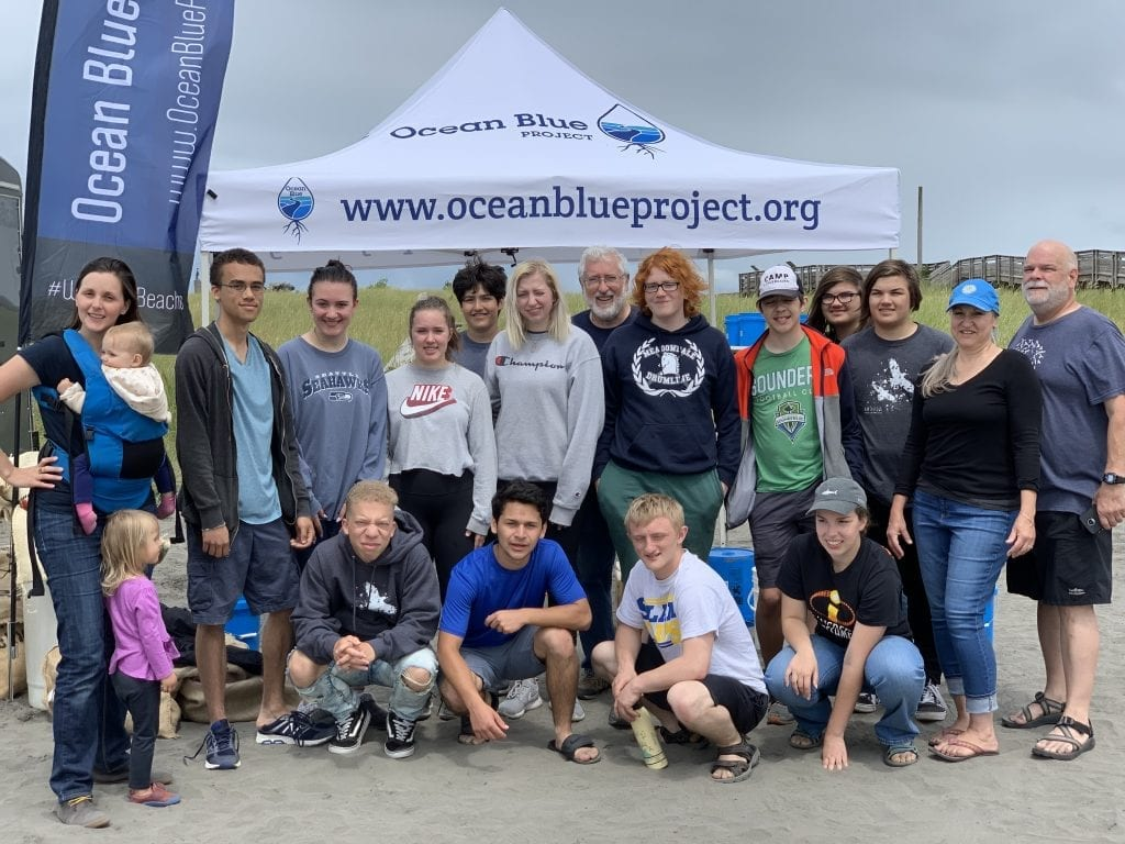 ocean-cleanup-volunteers