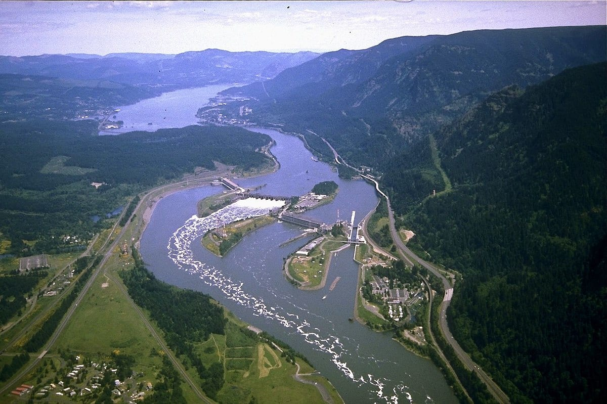 Rivers-and-streams-columbia-river-photo