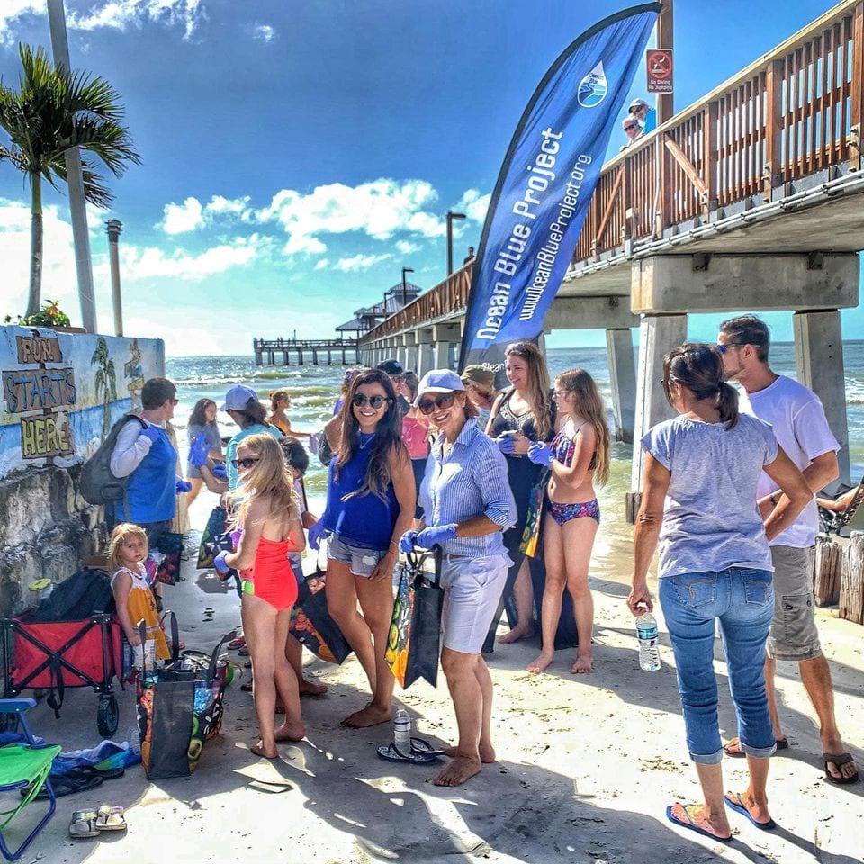 Florida-beach-cleanup-volunteers