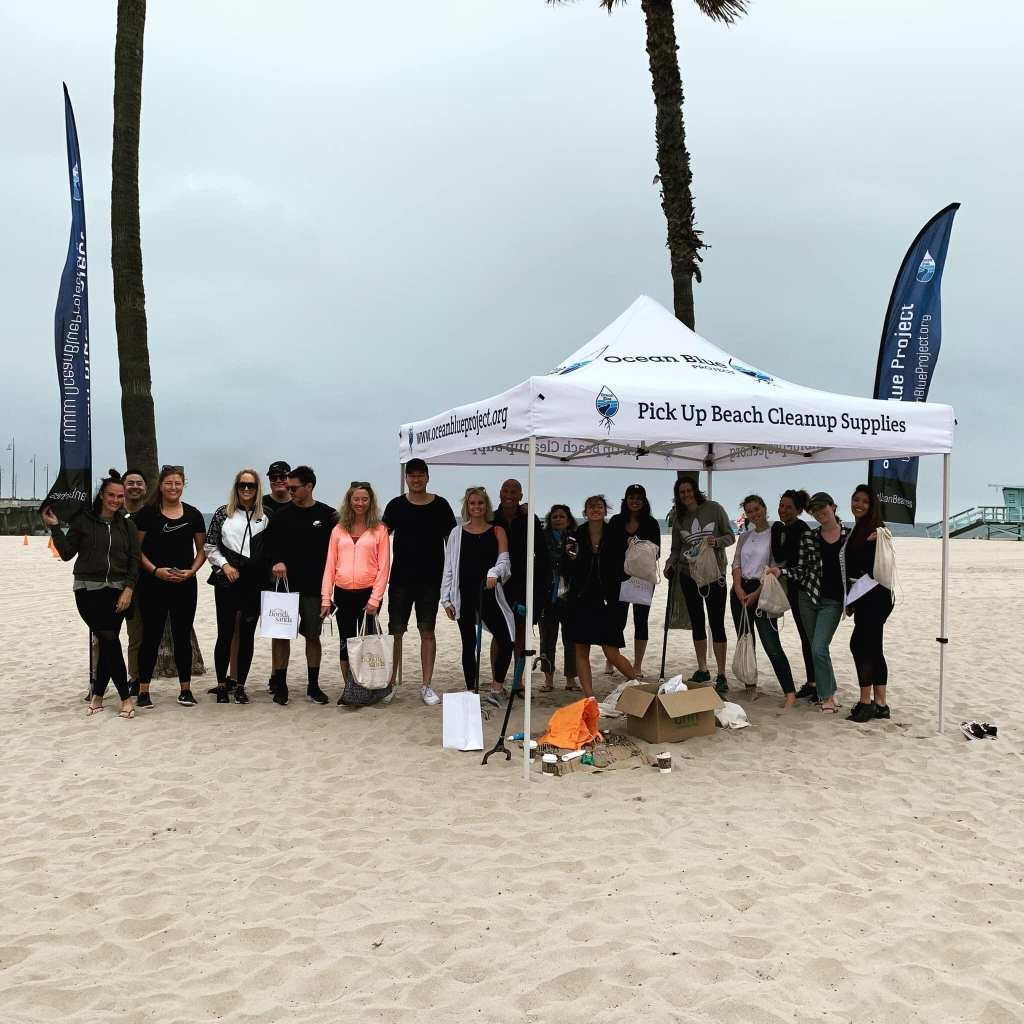 ocean cleanup volunteers with ocean blue project