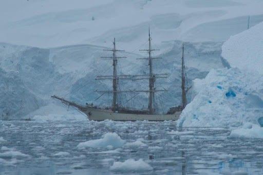 ship-in-antarctic