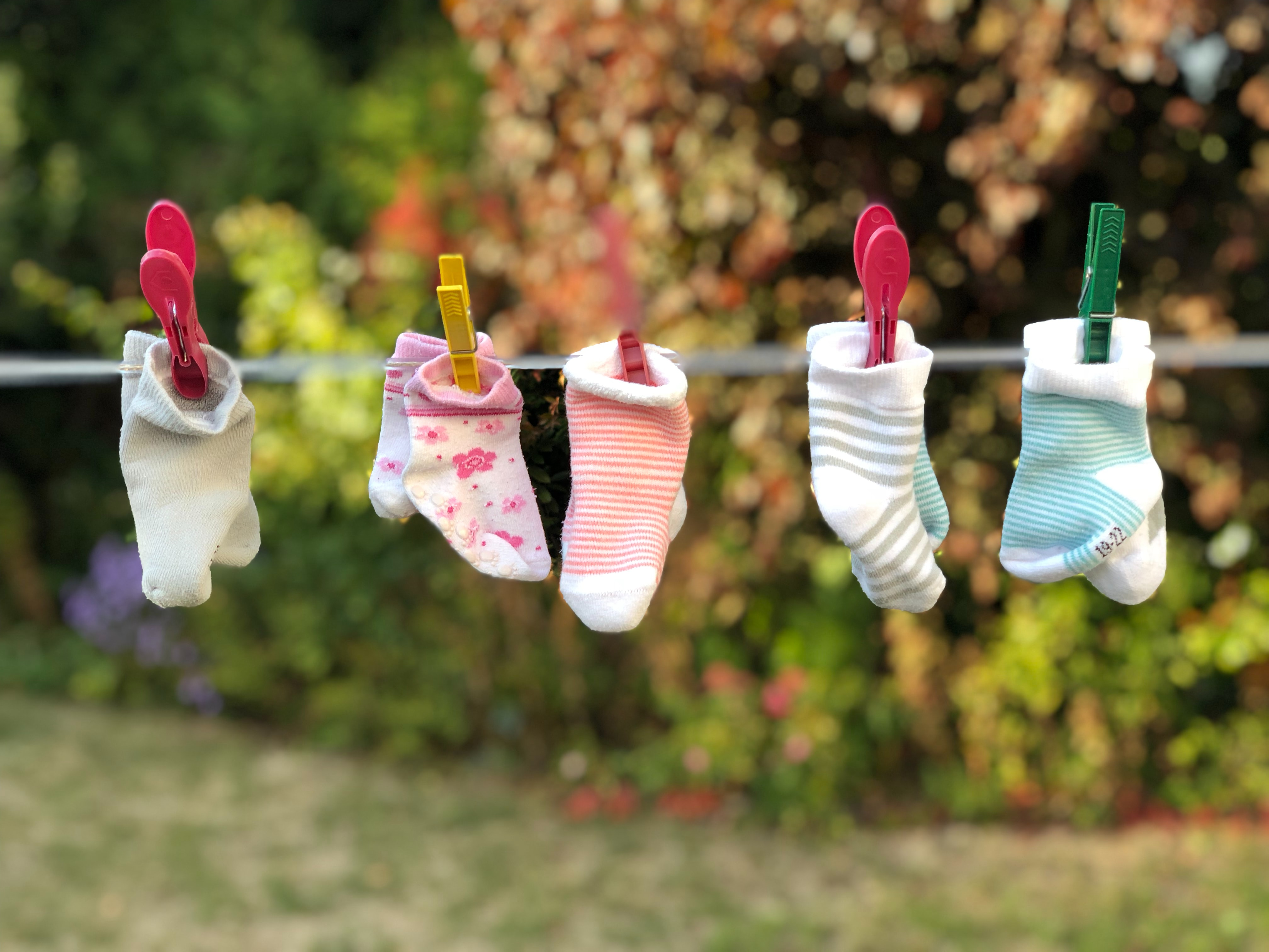 hanging-clothes-on-a-clothesline